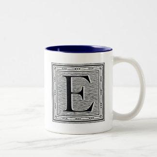 """Initial träkloss för träsnitt för kvarterbrev """"E"""" Två-Tonad Mugg"""