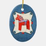 Inramad Folk konst för svensk Dala häst Ovalformad Julgransprydnad I Keramik