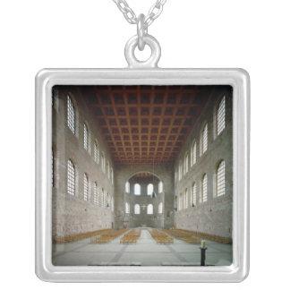Insida av basilicaen, 4th århundradeANNONS för Silverpläterat Halsband