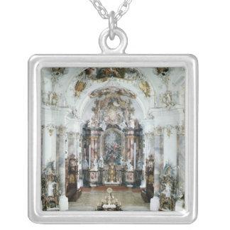 Insida av benedictineabbeykyrkan silverpläterat halsband