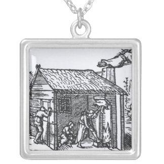 Insida av en häxa hus, 1579 silverpläterat halsband