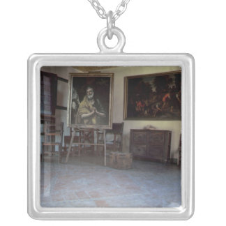 Insida av studion för El Grecos Silverpläterat Halsband