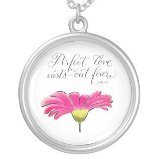 Inspirera citationstecken för perfekt daisy för silverpläterat halsband