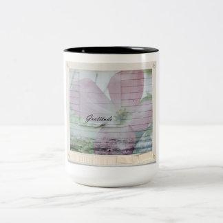 Inspirerad rosa blommigt för tacksamhetDogwood Två-Tonad Mugg