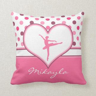 Inspirerad rosa polka dotsbalettdansör för körsbär kudde