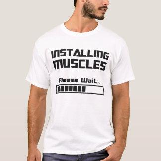 Installera muskler behaga väntan som laddar puben t-shirts