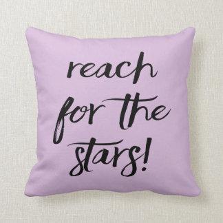 Inställning mål, drömmar, framgång, purpurfärgad kudde