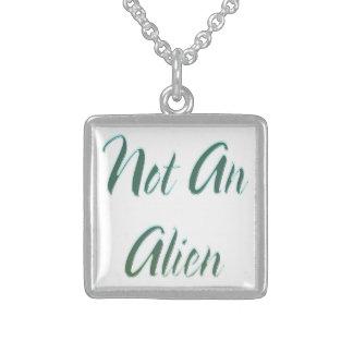 Inte en främmande grönt sterling silver halsband