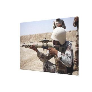Irakiska arméSergeantsiktar besegrar in spänner 2 Canvastryck