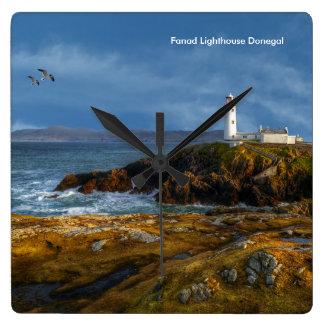 Irländare avbildar för Kvadrera-Vägg-Ta tid på Fyrkantig Klocka