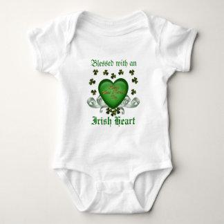 Irländsk hjärta Erin går Bragh grön hjärta T-shirt