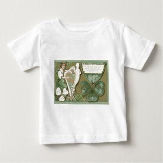 Irländsk kvinnaShamrockharpa av Erin T Shirt