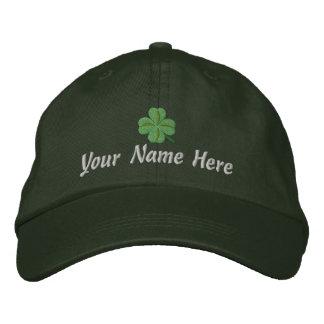 Irländsk shamrock och ditt namn broderad keps
