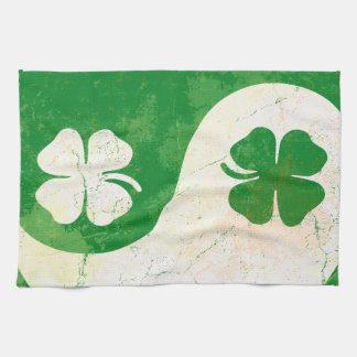 Irländsk Shamrock Yin Yang för st patrick's day Kökshandduk