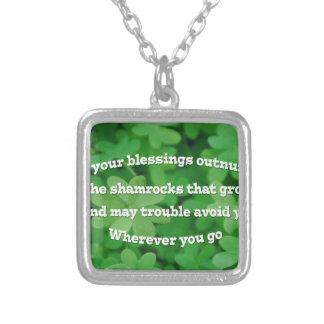 Irländsk välsignelse halsband med fyrkantigt hängsmycke
