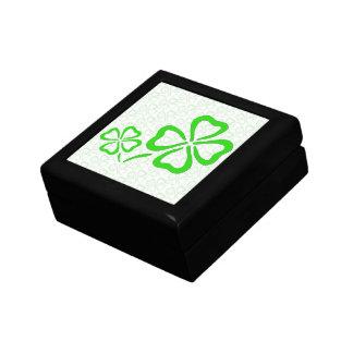 Irländska Shamrocks på Shamrocks boxas Smyckeskrin