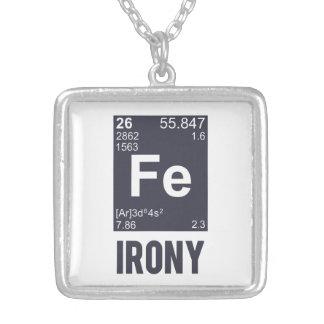 Ironisk kemisk inslagFE-ironi Silverpläterat Halsband