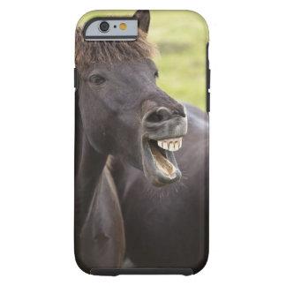 Isländsk häst med roligt uttryck tough iPhone 6 case