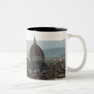 Italien beskådar av Florence med Basilica di Santa Två-Tonad Mugg
