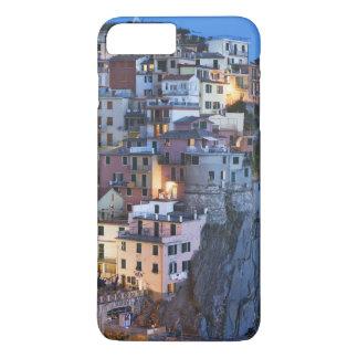 Italien Manarola. Skymningnedgångar på en backtown