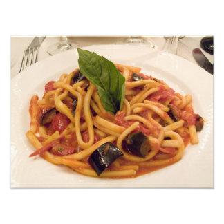 Italien Positano. Plätera av pasta och eggplant. Fototryck