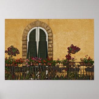 Italien Tuscany, Lucca. Balkong som dekoreras med Poster