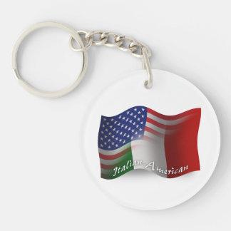 Italienare-Amerikan som vinkar flagga