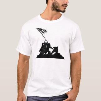 Iwo Jima flagga som lyfter silhouetten T Shirt