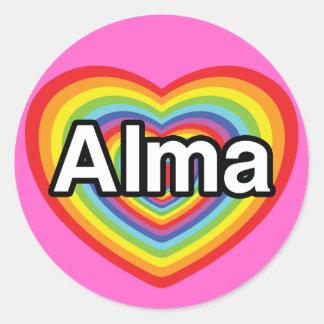 Jag älskar Alma, regnbågehjärta Runt Klistermärke