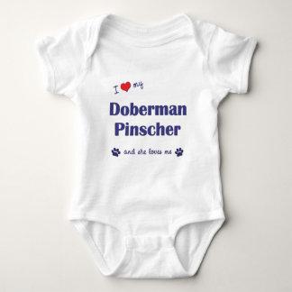 Jag älskar min DobermanPinscher (den kvinnliga T-shirt