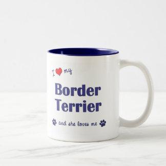 Jag älskar min gränsTerrier (den kvinnliga hunden) Två-Tonad Mugg