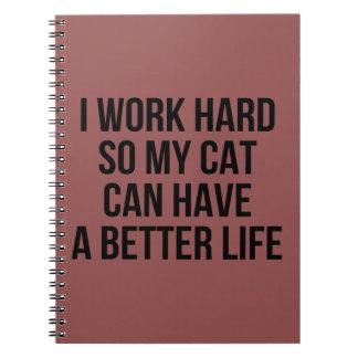 Jag fungerar hårt, så min katt kan ha ett bättre anteckningsbok med spiral
