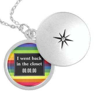 Jag gick tillbaka i garderoben - regnbågefärger halsband med rund berlock