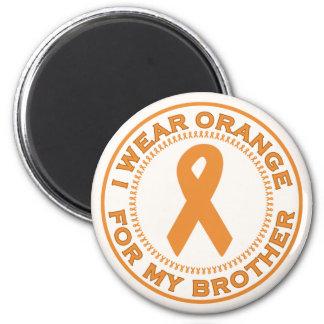 Jag ha på sig orangen för min broder magneter
