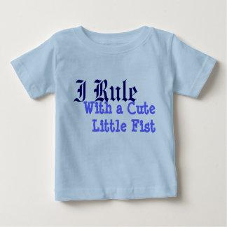 Jag härskar med en CuteLittle näve T-shirts