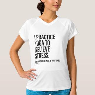 Jag övar yoga för att avlösa spänningen - .png tee