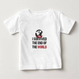 Jag överlevde avsluta av världen tshirts