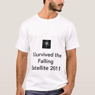 Jag överlevde den fallande satellit- 2011 designen tee shirt