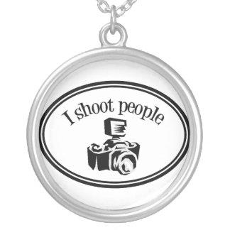 Jag skjuter folk Retro fotograf kameran B&W Silverpläterat Halsband