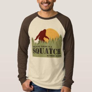 Jag tror där är en Squatch i dessa skogen T Shirt