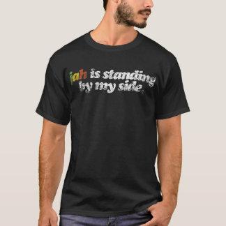 Jah står vid min sida t shirts
