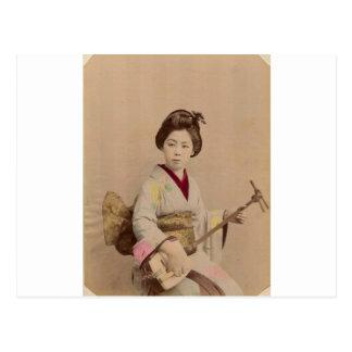 Japansk Geisha för vintage som leker Shamisen Vykort
