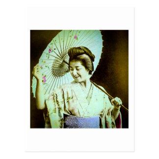 Japansk Geisha för vintage som poserar den Vykort
