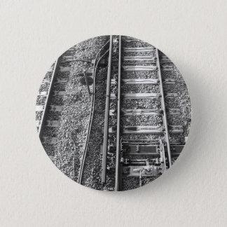 Järnväg spårar, den svartvita bilden standard knapp rund 5.7 cm