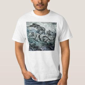 Jätte- tioarmad bläckfiskstridighet med sailors. tröjor