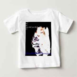 Jayden modellera t-shirts