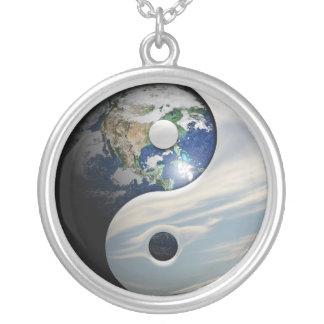Jord Yin och Yang symbol Silverpläterat Halsband