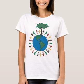 Jorda en kontakt dagen med figurer och träd - tshirts