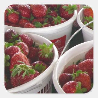 jordgubbebasket fyrkantigt klistermärke