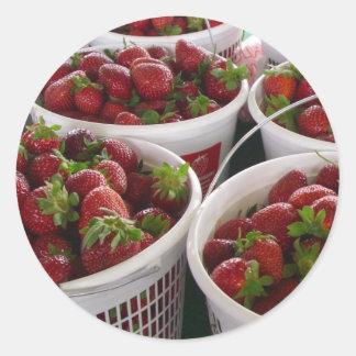 jordgubbebasket runt klistermärke